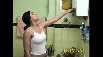 भारतीय महिला ने खुद को छुआ